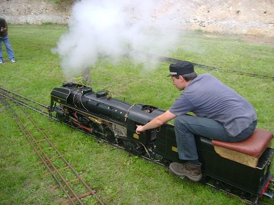 Il treno in miniatura costruito a mano