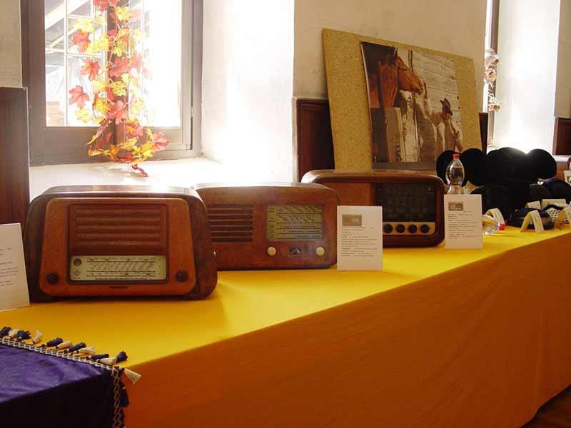 Mostra di radio e cappelli d'epoca - 02